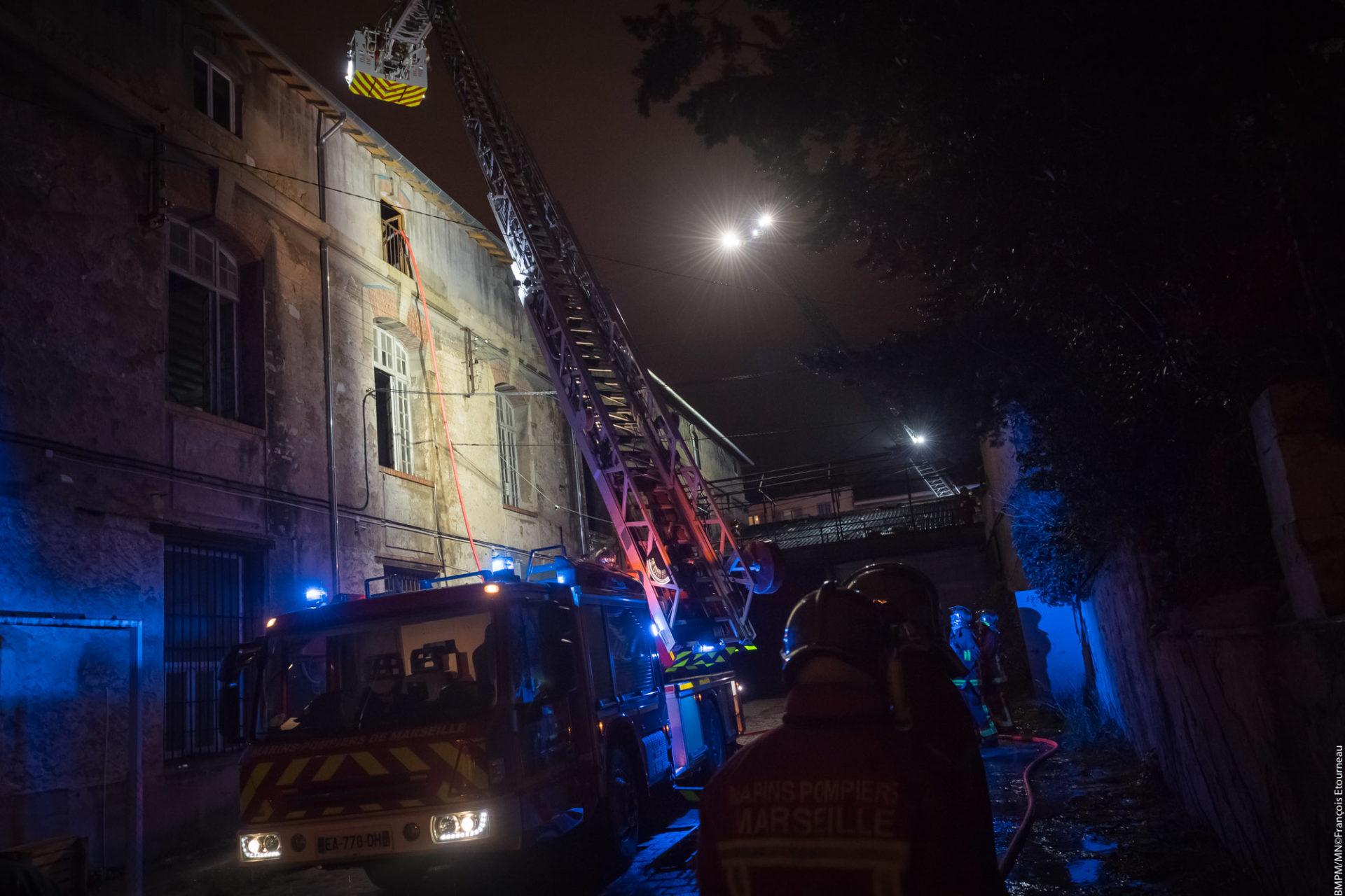 🇫🇷 Marseille (13) : Un entrepôt à usage de bureau détruit par un incendie