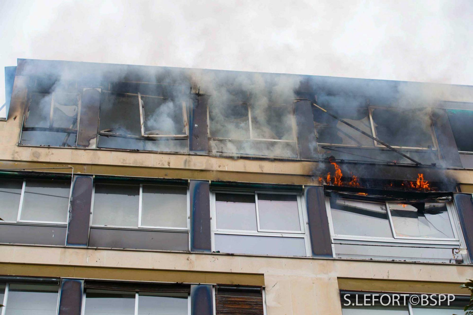 🇫🇷 Neuilly-sur-Seine (92) : Un feu d'immeuble ravage deux étages, pas de blessés