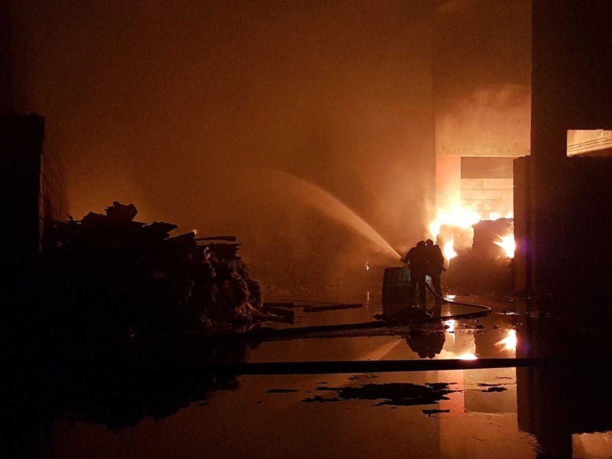 🇫🇷 Pont-Sainte-Maxence (60) : Violent feu d'usine de recyclage