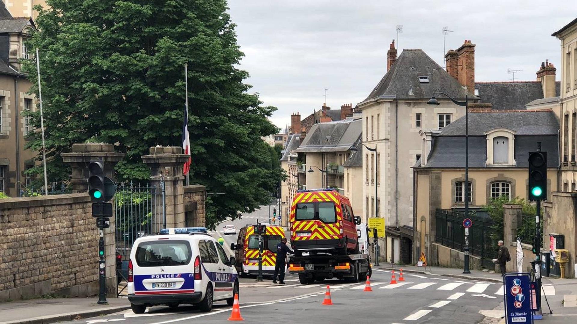 🇫🇷 Rennes (35) : Un VSAV heurté devant la caserne du palais Saint-Georges