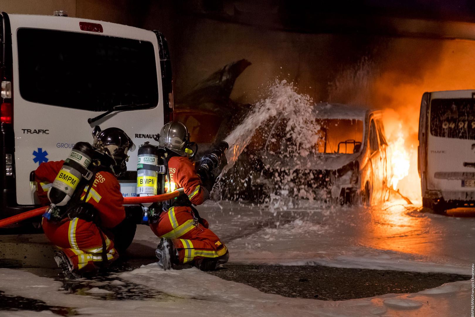🇫🇷 Marseille (13) : Un marin-pompier blessé dans un feu d'entrepôt