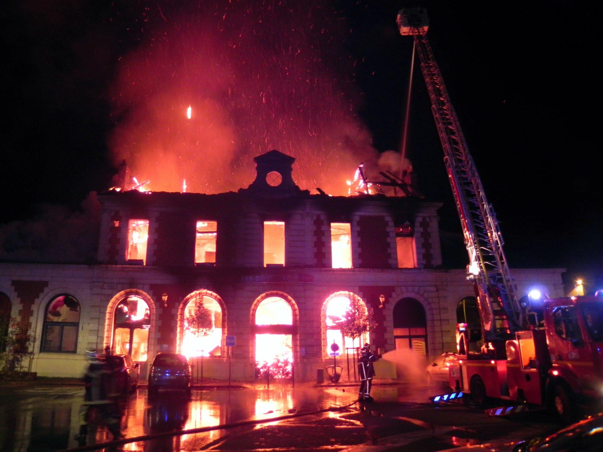 🇫🇷 Figeac (46) : La gare de 300 m² détruite par les flammes