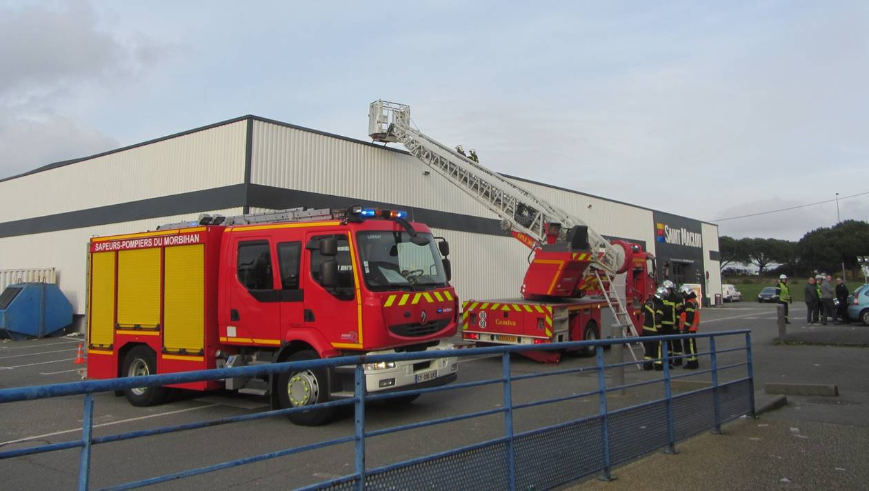 🇫🇷 Lanester (56) : Une fusée de détresse provoque un incendie