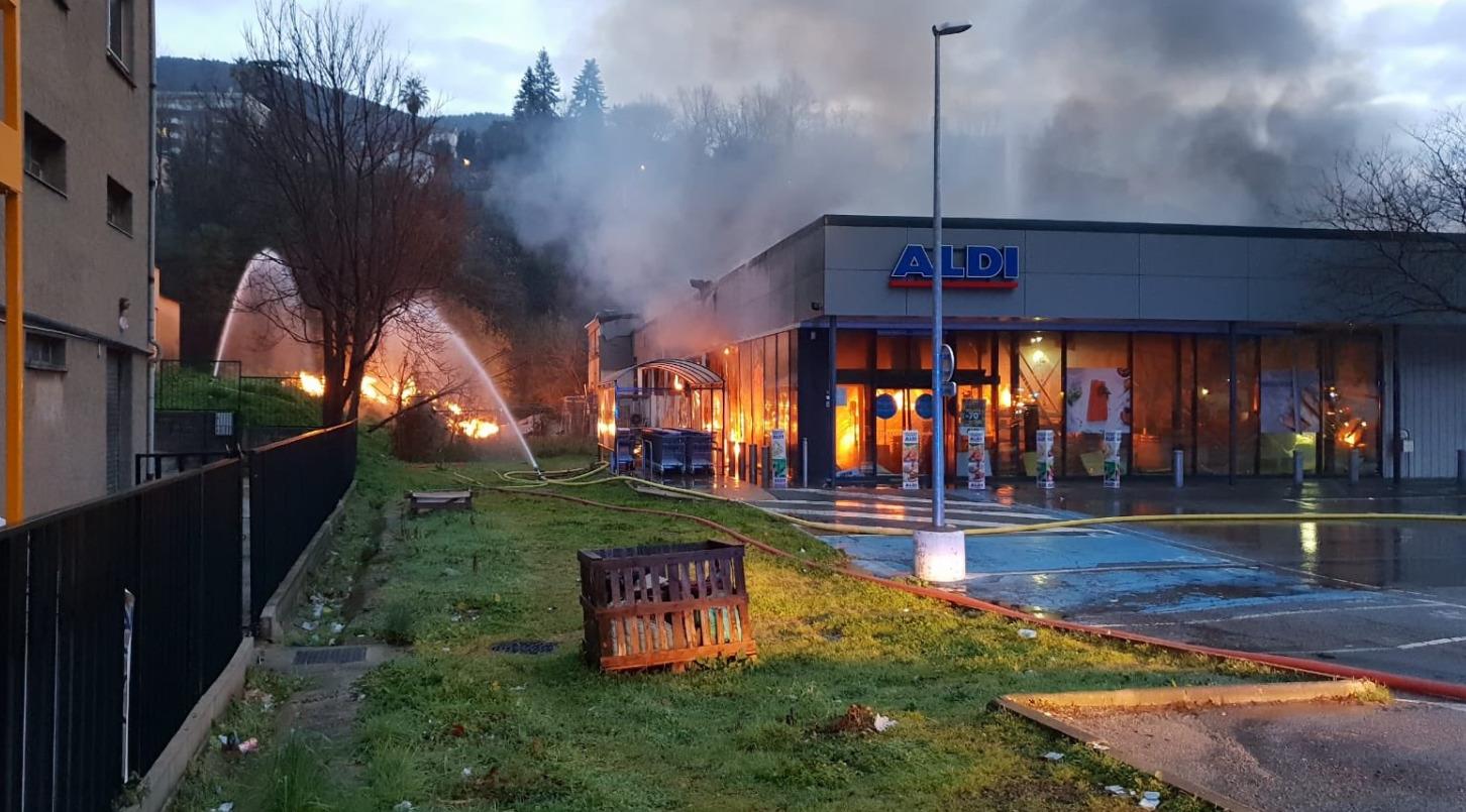 🇫🇷 Grasse (06) : Une explosion suivie d'un incendie détruisent un supermarché