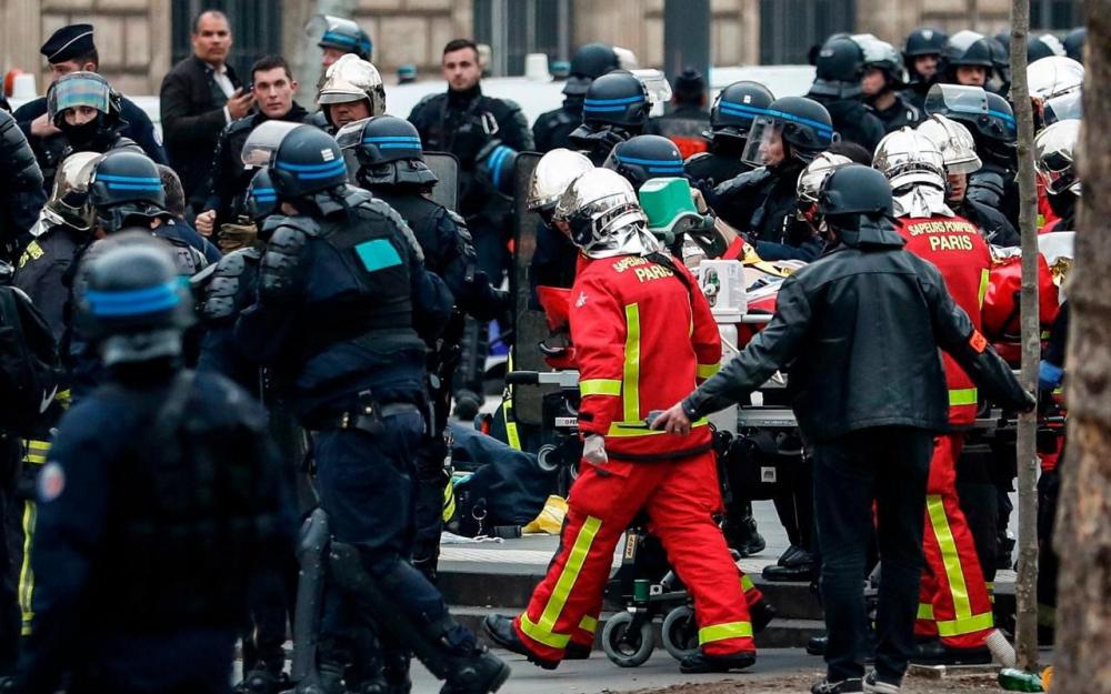 🇫🇷 Paris (75) : Un policier en arrêt cardiaque Place de la République
