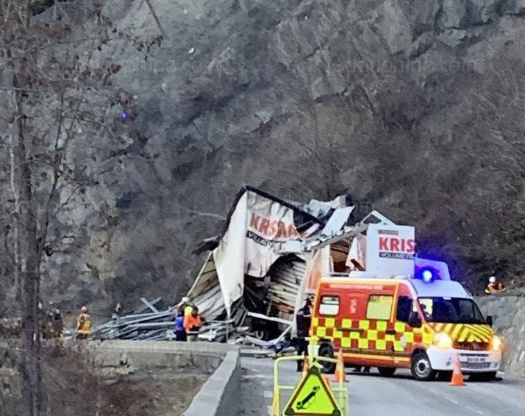 🇫🇷 La Garde-en-Oisans (38) : Le conducteur d'un camion percute la falaise et perd la vie