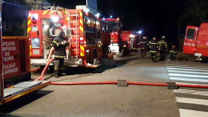 🇫🇷 Val-de-Reuil (27) : Incendie dans un parc animalier