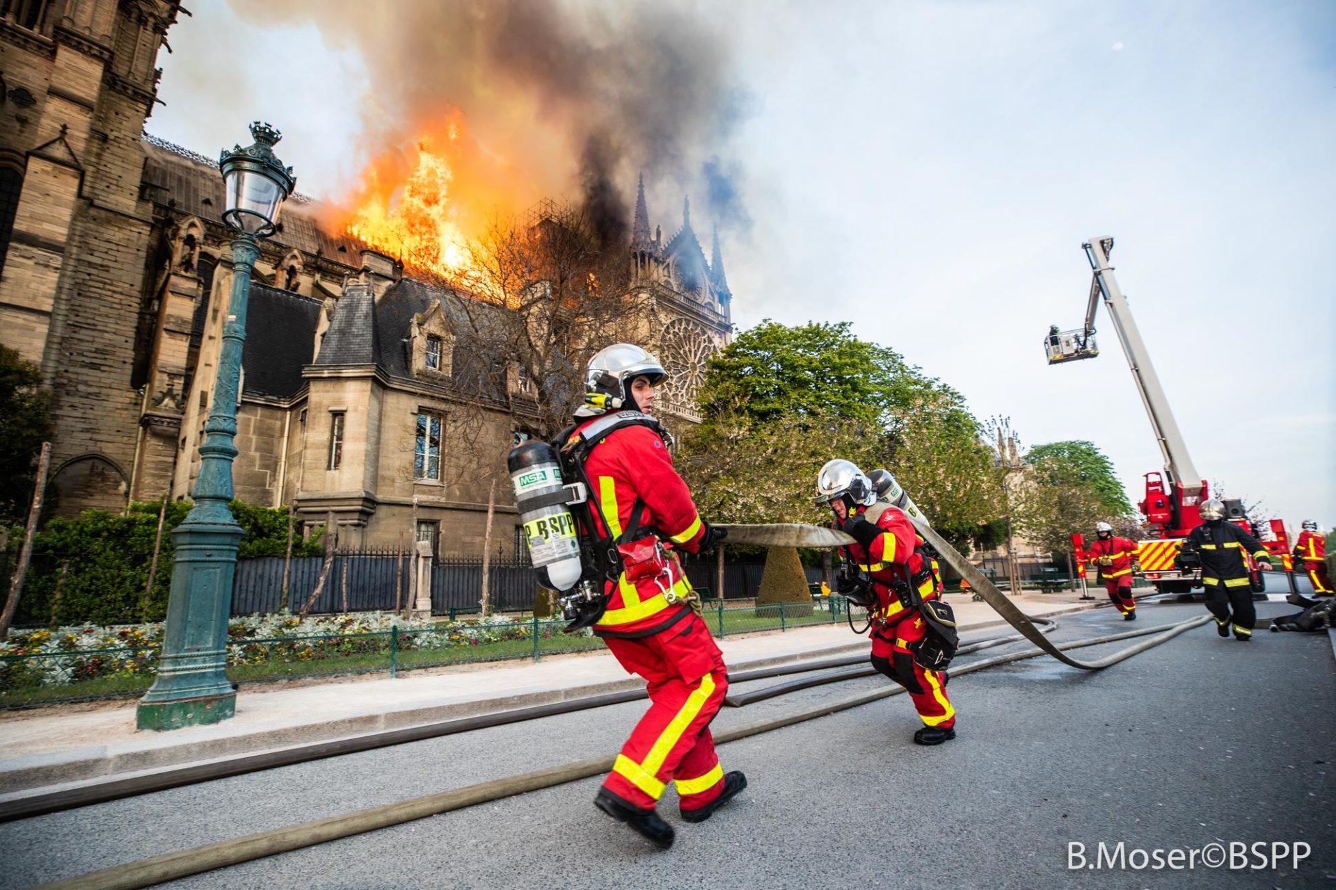 🇫🇷 Paris (75) : La cathédrale Notre-Dame de Paris en feu