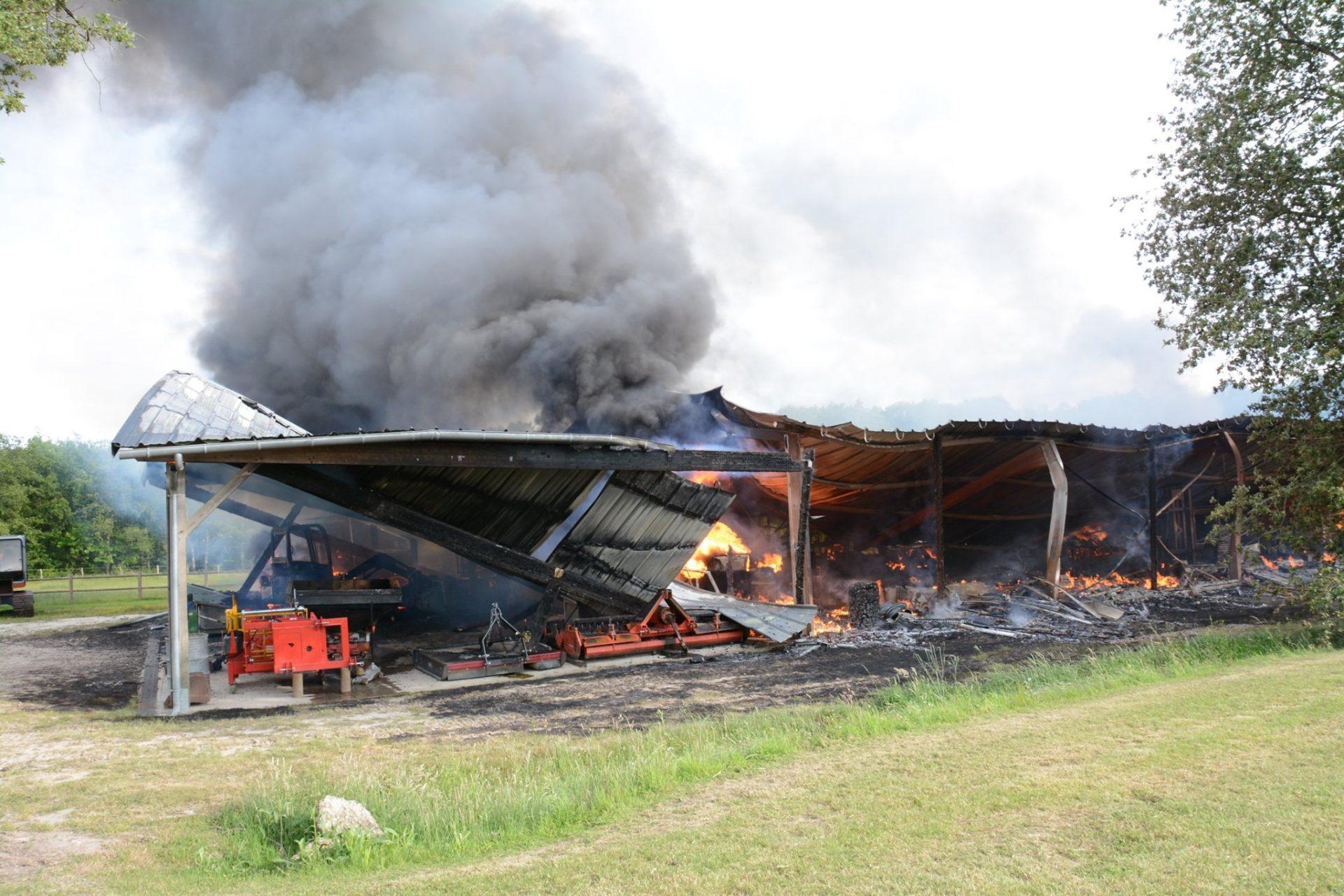 🇫🇷 Panzoult (37) : Un hangar agricole en flamme