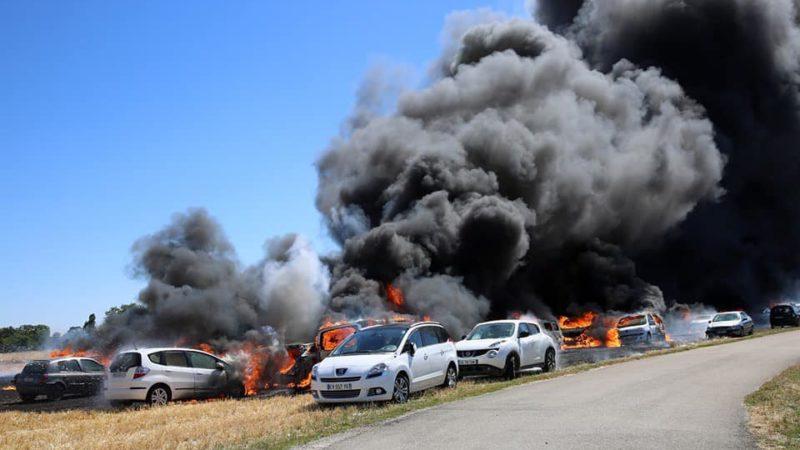 🇫🇷 Saint-Clément (89) : Une cinquantaine de véhicules détruits par un feu de chaume
