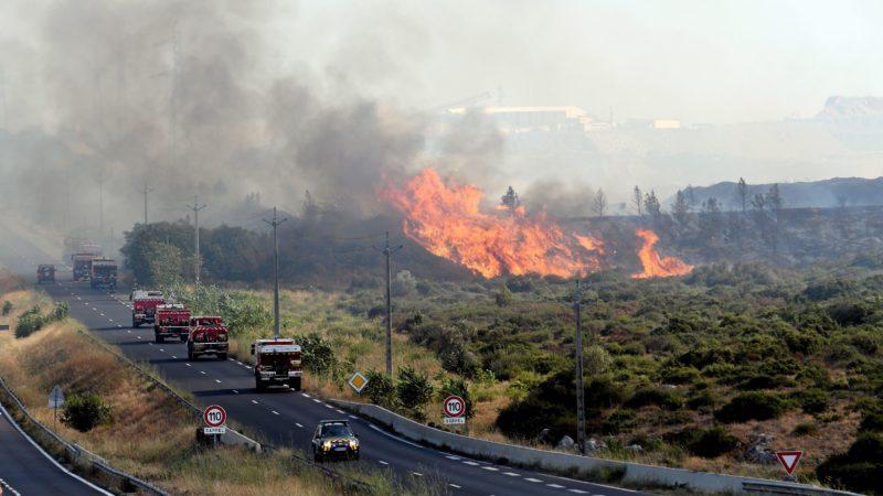 🇫🇷 Fabrègues (34) : Un véhicule de commandement des pompiers brûle dans un feu de forêt