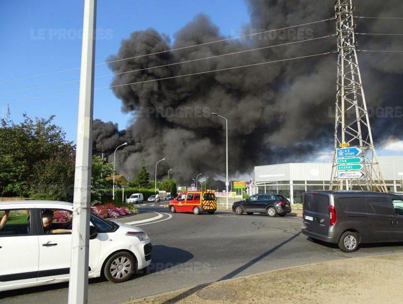 🇫🇷 Villefranche-sur-Saône (69) : Un site industriel part en fumée