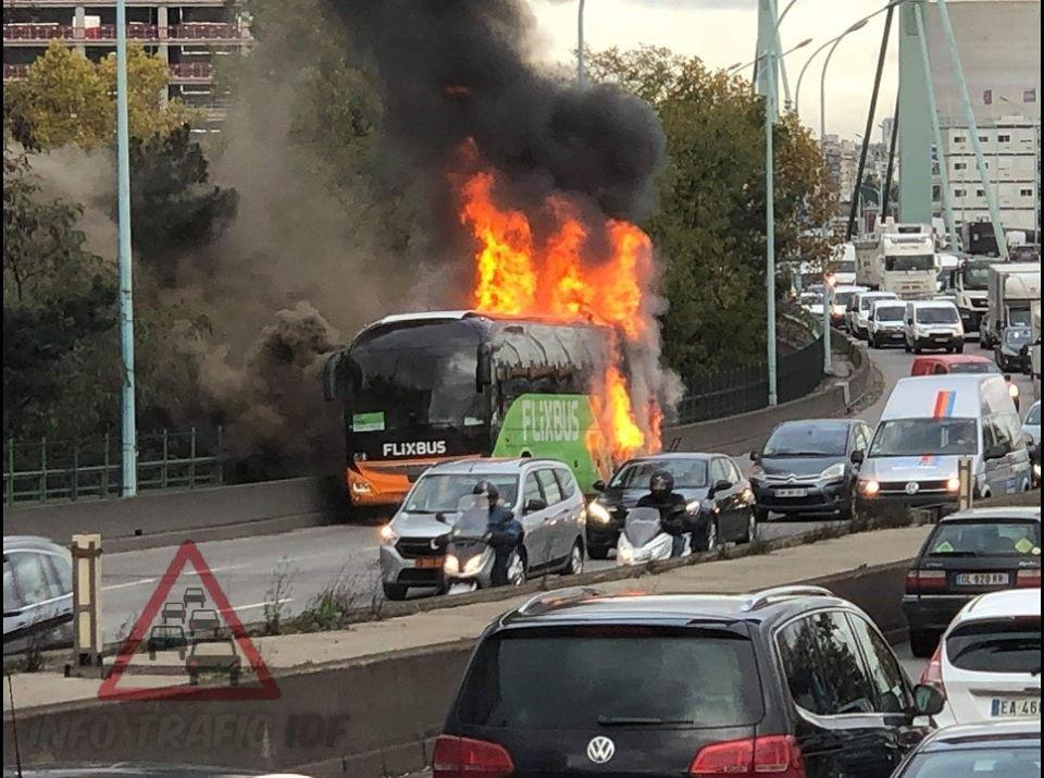 🇫🇷 Paris (75) : Un FlixBus s'enflamme sur le périphérique
